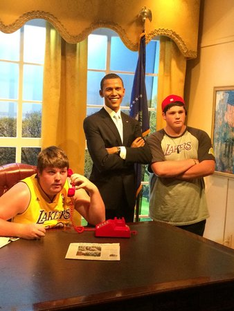 Madame Tussauds Hollywood : My kids with Obama