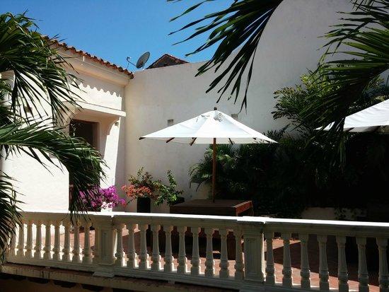Hotel Quadrifolio: Terraza frente a habitaciones
