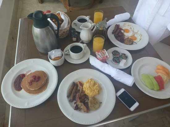 Excellence Playa Mujeres: room service breakfast