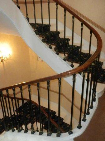 Hotel du Quai-Voltaire: Stairs