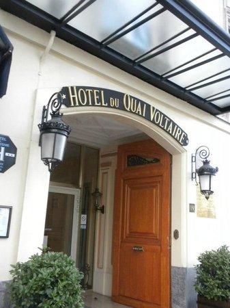 Hotel du Quai-Voltaire : Front of Hotel