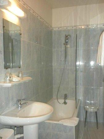Hotel du Quai-Voltaire : Bathroom