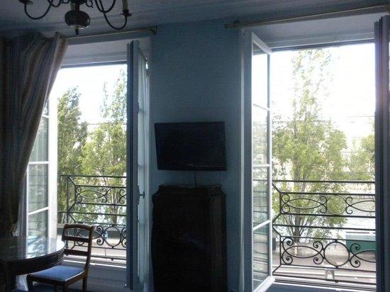 Hotel du Quai-Voltaire : View of the double windows