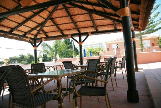 Hotel Zen Airport: terraza piscina