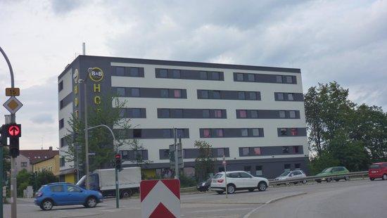B&B Hotel Regensburg: Facaden på hotellet