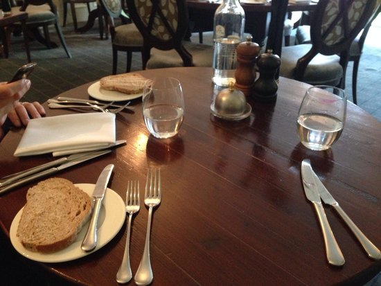 Quy Mill Hotel & Spa, Cambridge, BW Premier Collection: Table setting and atmosphere is lovely
