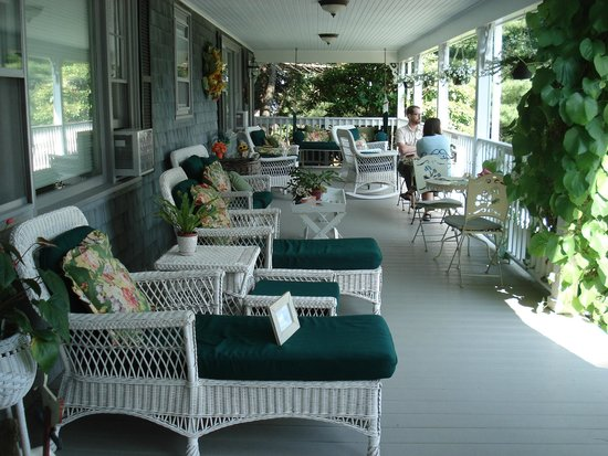 Inn at Bay Ledge : Porch where breakfast is served overlooks Frenchmen's Bay