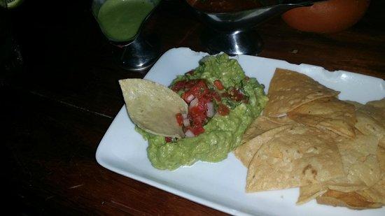 Fusion Bar & Restaurant: Yummy guacamole