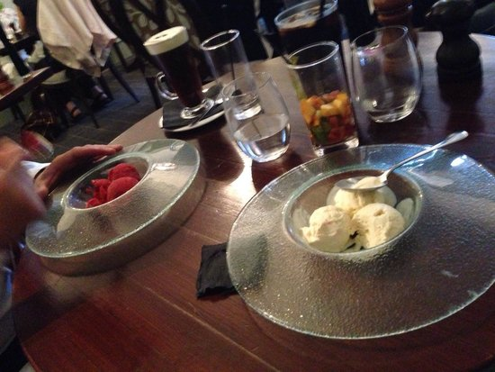 Quy Mill Hotel & Spa, Cambridge, BW Premier Collection: Love their dessert plates. It's like a chandelier or lamp cover :)