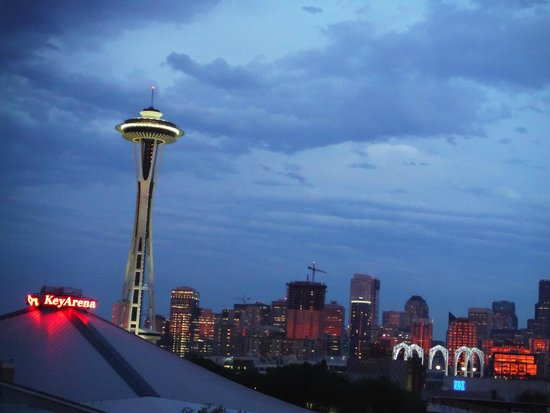 Mediterranean Inn: Space Needle from the rooftop deck