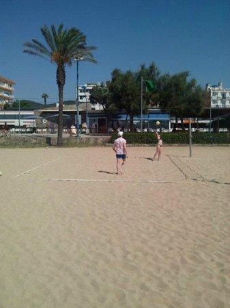 Hotel Sorra Daurada : Волейбол на пляже
