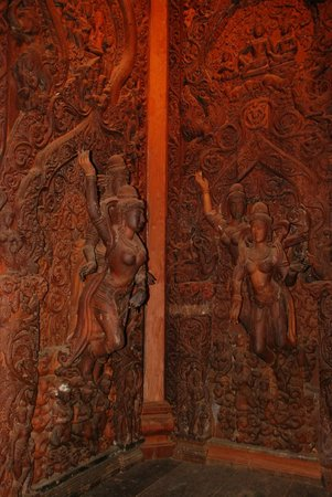 Sanctuary of Truth (Prasat Sut Ja-Tum): Храм Истины в Паттайе