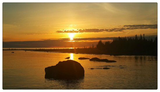 Acres on the Lake Bed and Breakfast: One of our guests from China captured this sunset this year.  Look at the seagull on the rock