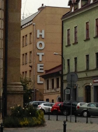 Alexander Hotel: The ANNEX building is the small one in the center