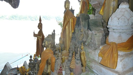 1000 Buddahs in Pak Ou Caves