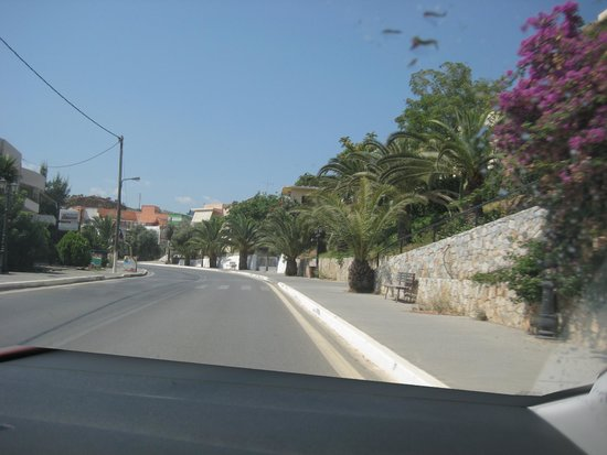 Elma's Dream Apartments & Villas: main road of chrysi akti (close to the hotel)