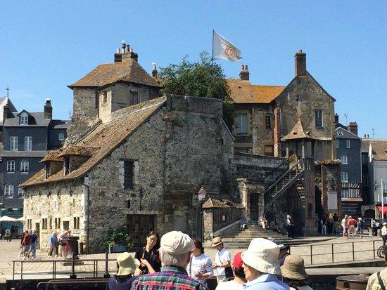 Le Vieux Bassin : Entrée de la vieille ville