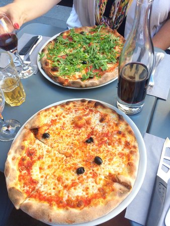 La Cerise sur la Pizza - Saint Paul : Pepperoni and cheese pizzas with the house red wine.