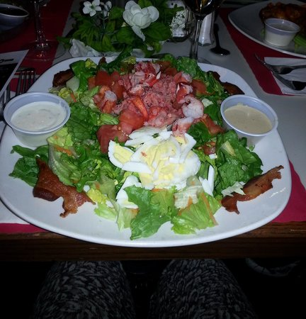 Top of The Green At Apple MTN: delicious choice of salads
