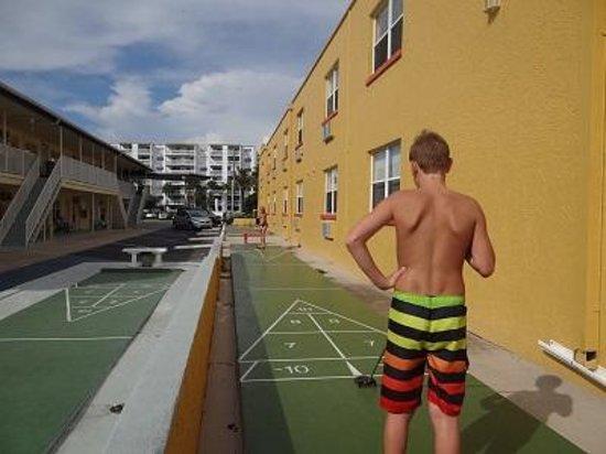 Far Horizons Motel : Shuffleboard champs