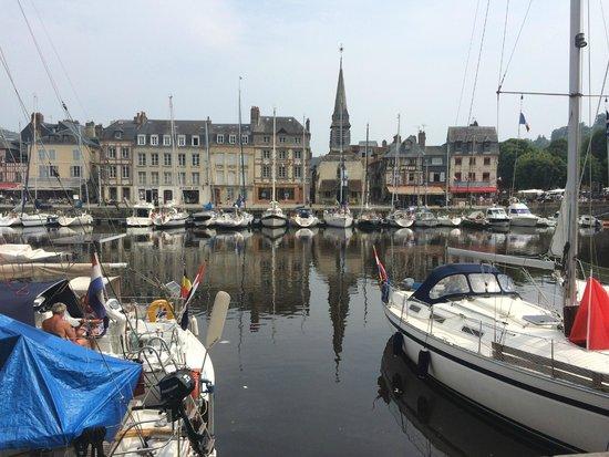 Le Vieux Bassin : Le vieux port