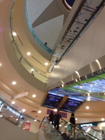 Bugis Junction: Atrium of the mall
