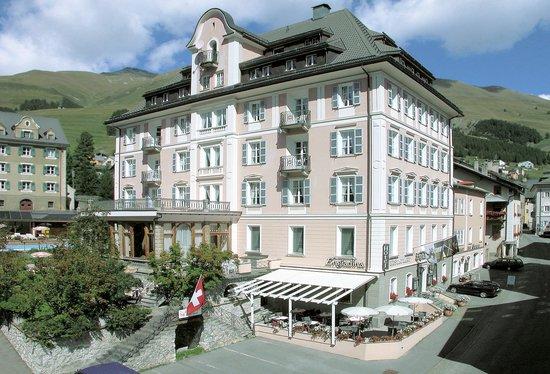 Hotel Engiadina: Fassade