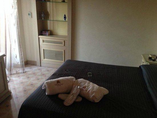 Hotel Villa Rosa Antico : letto suite