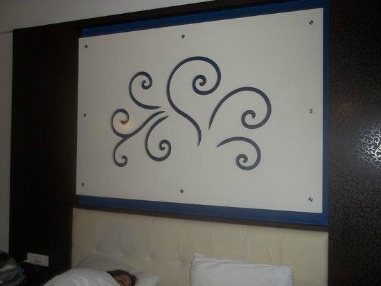 Sunny's Retreat: The Big King size bed & headboard