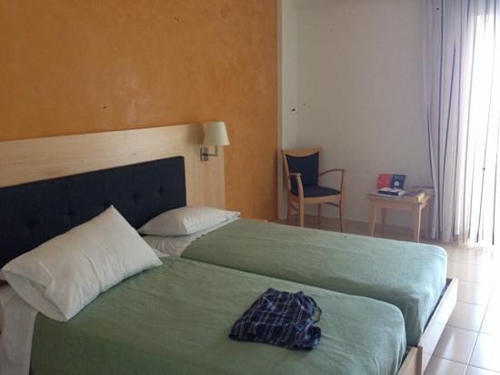 Grand Hotel Holiday Resort : Bedroom