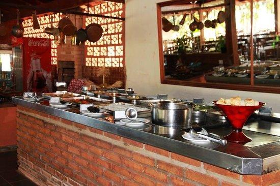 Hotel Fazenda Foz do Marinheiro : Buffet