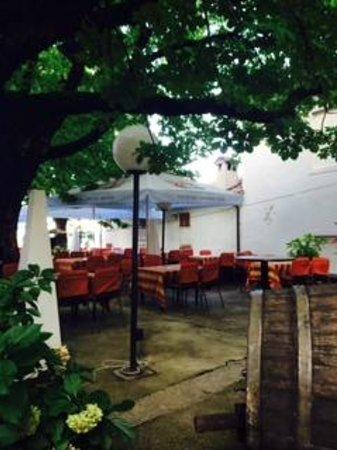 Hotel Kastel: Hotel courtyard