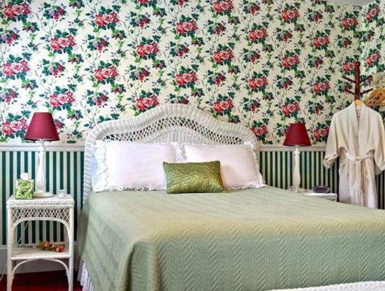 Blushing Rose Bed and Breakfast: Rose Garden Room