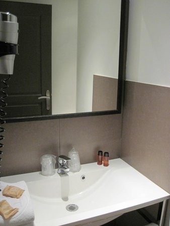 Hotel des Ducs: Bathroom