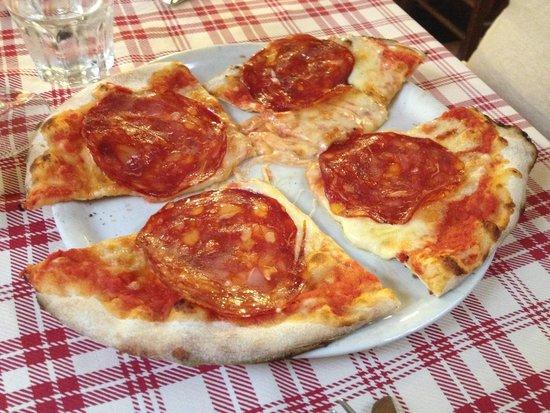 Chicco di Grano: Delicious pizza they split for us!