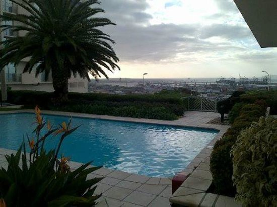 Garden Court Nelson Mandela Boulevard: View of the pool and Table Bay with Robben Eiland