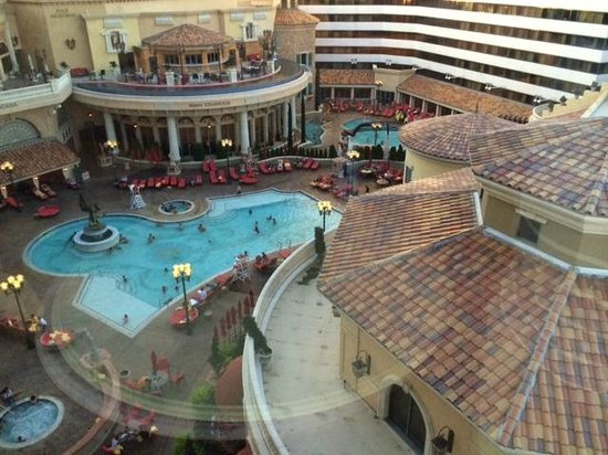 Peppermill Resort Spa Casino: One of the 2 pools at Peppermill