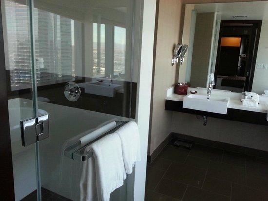 Vdara Hotel & Spa: Huge bathroom