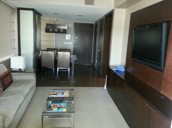 Vdara Hotel & Spa: Large lounge/dining area