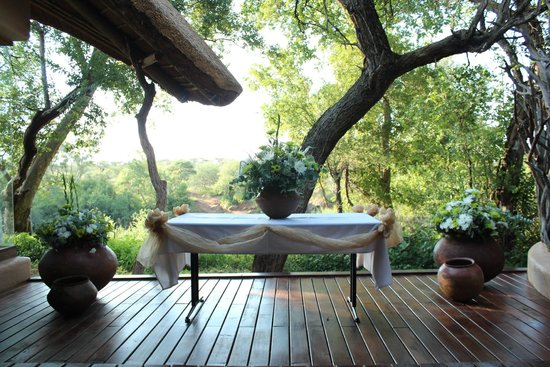 Sanctuary Makanyane Safari Lodge: altar set up for wedding on our private patio