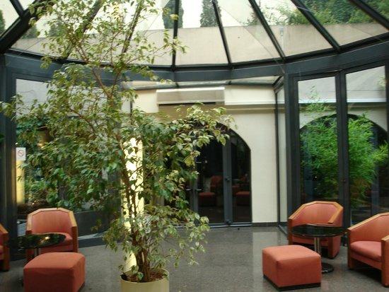 OPERA CADET HOTEL- GIARDINO INTERNO