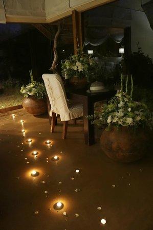 Sanctuary Makanyane Safari Lodge: romantic room setup