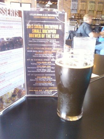 Gella's Diner & Lb. Brewing Co.: Oatmeal Stout Yum!
