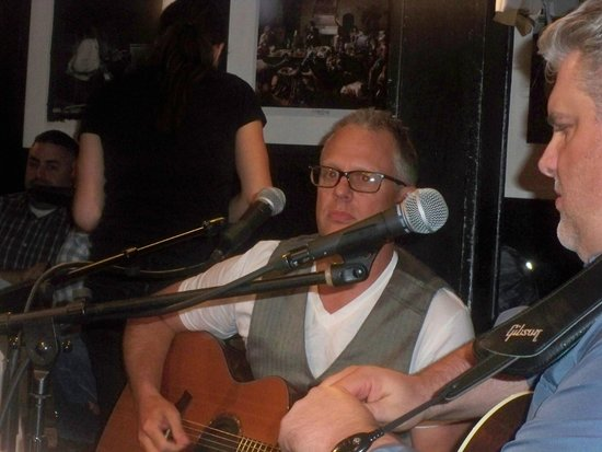 Bluebird Cafe: Artists in the Round
