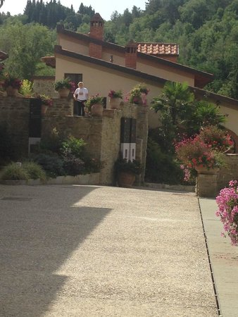 Villa Cilnia: Front courtyard in front of restaurant