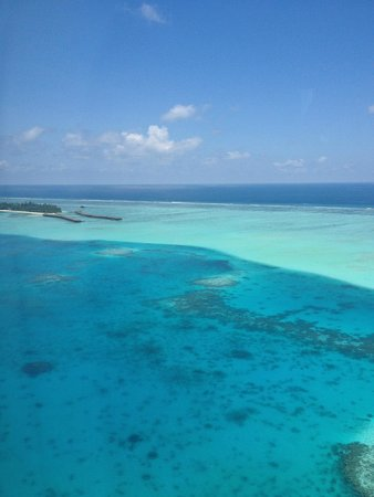 Medhufushi Island Resort: View of the resort from the plane