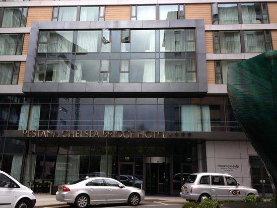Pestana Chelsea Bridge Hotel & Spa London : Entrée de l'hôtel