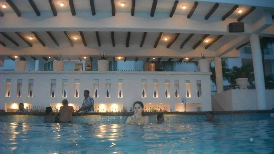 Playacar Palace: Bar da piscina... Maravilhoso