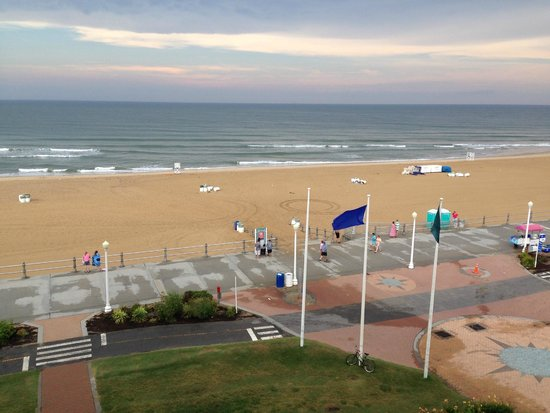 Capes Hotel: View of the boardwalk and beach from the balcony