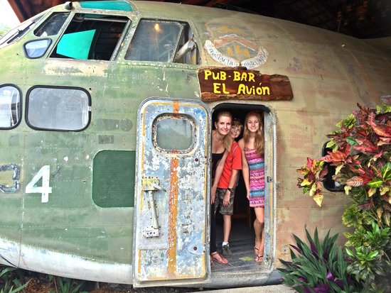 El Avion: Checking out the plane